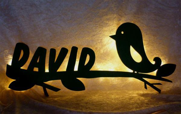 vogel auf ast led holz nachtlicht lampe mit namen. Black Bedroom Furniture Sets. Home Design Ideas