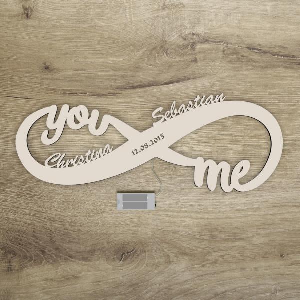 Unendlichkeitszeichen You and me personalisierte Lampe aus Holz